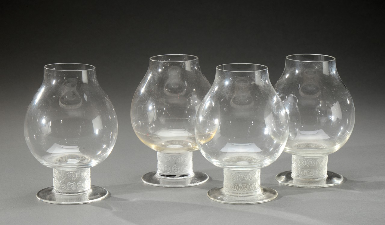 rene lalique 1860 1945 ensemble de quatre verres liqueur chinon en verre blanc souffl moul. Black Bedroom Furniture Sets. Home Design Ideas