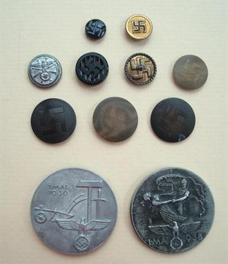 WW2 German military Nazi buttons: Collection of 9 Nazi