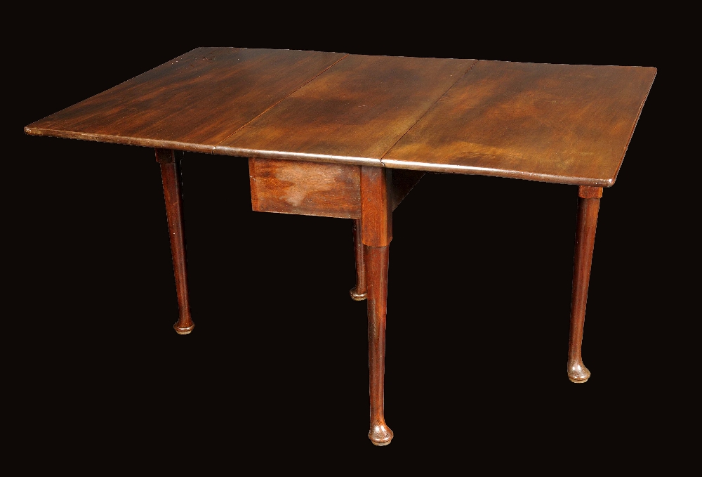 A George II mahogany gateleg dining table rounded  : 2479 20141122223648original from www.the-saleroom.com size 1000 x 679 jpeg 177kB