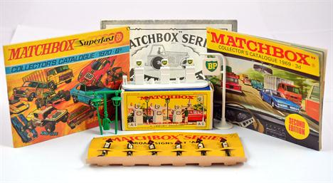Lesney Matchbox: A1 Garage Pumps and Sign (VG in VG box)