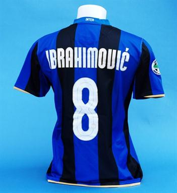 the latest 941a2 741c6 A BLUE AND BLACK INTER-MILAN SHORT-SLEEVED SHIRT No.8 with v ...